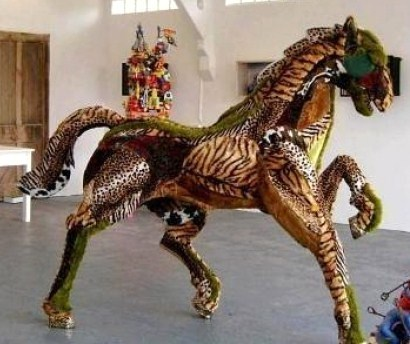 cheval réalisé avec plusieurs peluches
