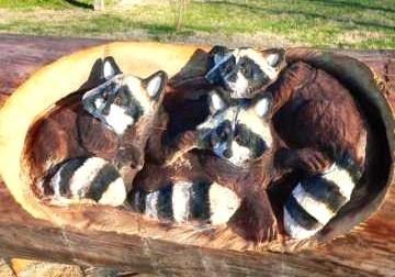 Art insolite : sculptures sur tronc d'arbres..