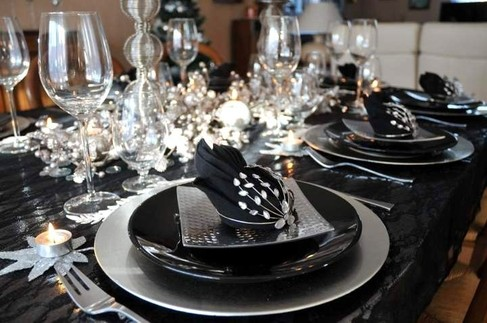 20 pr sentations de table de no l for Deco noel noir et argent