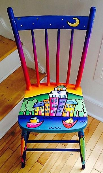Décorations peintures sur chaises