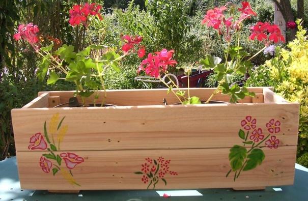 Fabriquer une jardini re partir d 39 une palette en bois - Fabriquer jardiniere bois ...