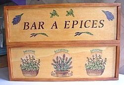 Faire une étagère à épices avec 2 caissettes de bois !