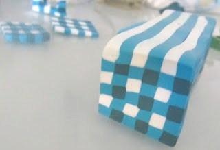 Texturer des perles en pâte fimo avec du sel !