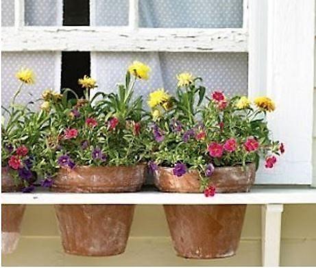 Les pots de fleurs encastrés au jardin