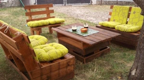 Salons de jardin faits avec des palettes en bois for Que faire avec des palettes bois