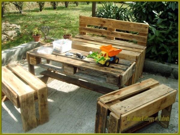 Salons de jardin faits avec des palettes en bois for Fabrication meuble avec palette bois