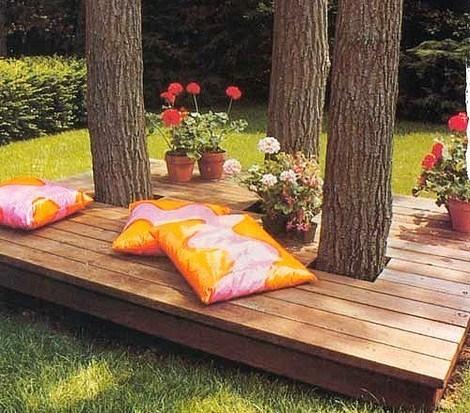 terrasse en bois autour d un arbre. Black Bedroom Furniture Sets. Home Design Ideas