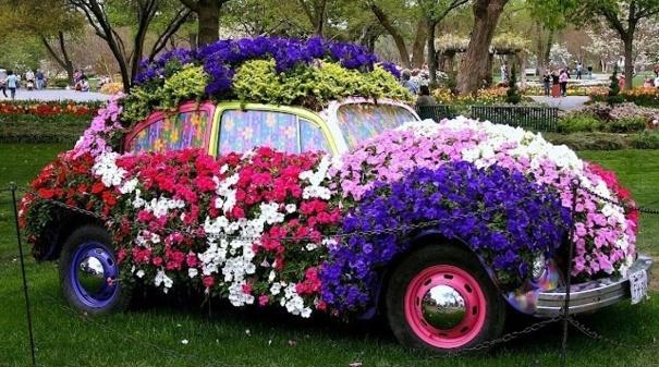 Jardinières géantes Voitures fleuries