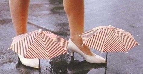 Les chaussures parapluie : idéal pour passer inapercu..