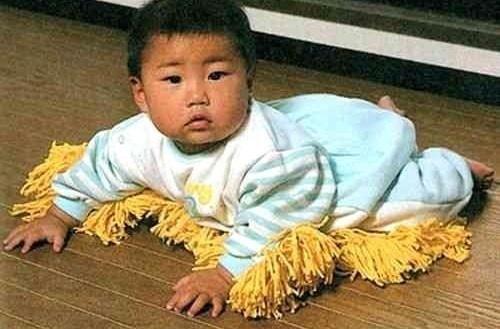 Le bébé lingette : il fait la poussière à votre place..
