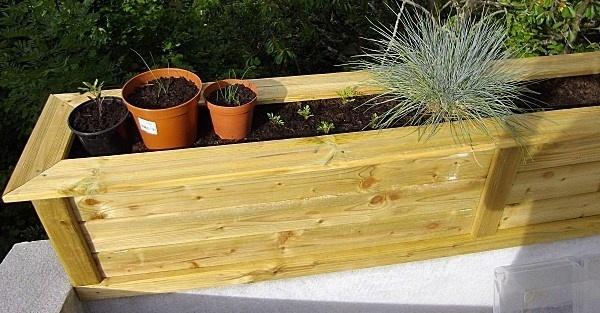 tutoriel fabriquer une jardini re ou un bac fleurs. Black Bedroom Furniture Sets. Home Design Ideas