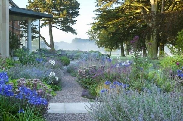 De superbes all es de jardin for Visiter les plus beaux jardins anglais