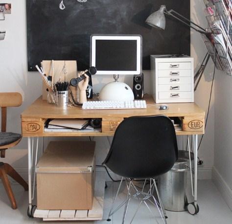 un bureau en bois de palette des modles