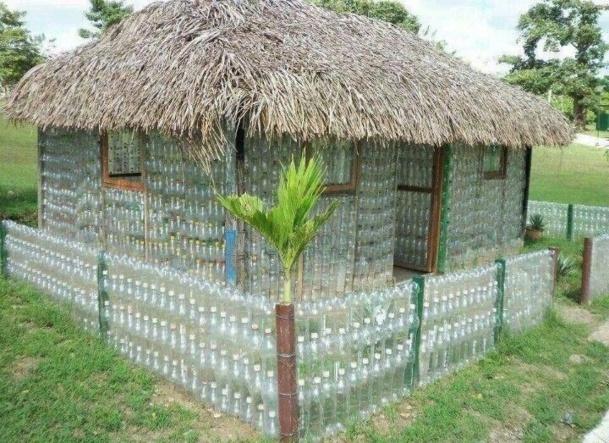 Construire une serre en bouteilles plastique