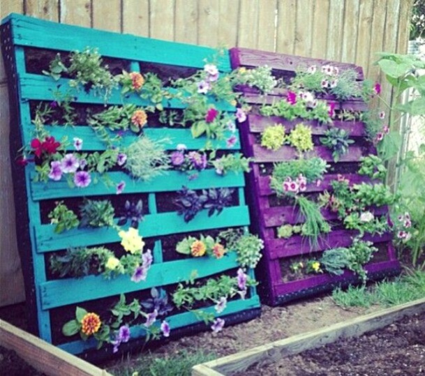 recycler une palette en jardini re pour le jardin. Black Bedroom Furniture Sets. Home Design Ideas