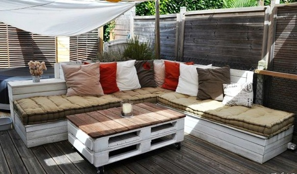 Beautiful table de jardin en bois de palette contemporary for Table bois jardin