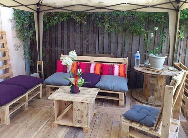 Table De Jardin En Teck Avec Banc : 20 modèles de salons de jardin fabriqués en bois de palettes