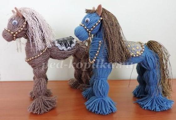 faire un doudou ou un cheval en laine sans tricoter. Black Bedroom Furniture Sets. Home Design Ideas