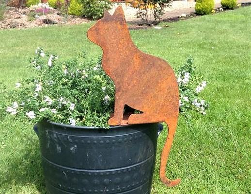 Déco sculptures rouillées au jardin