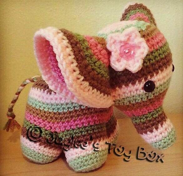 Mini Elephant Crochet Amigurumi Pattern | 561x585
