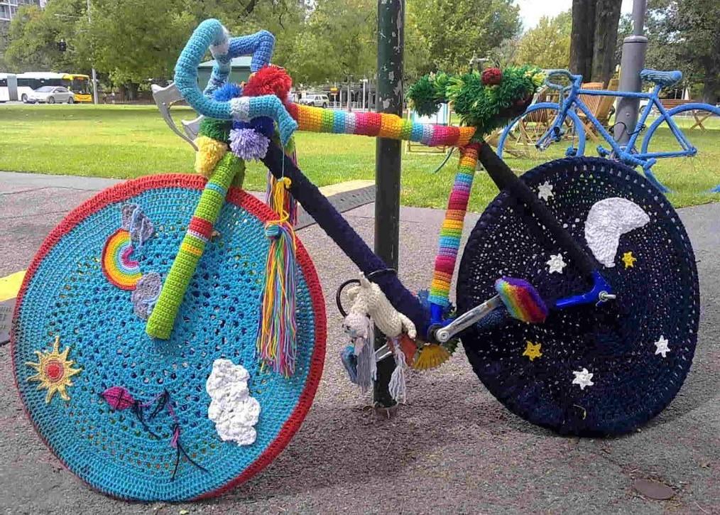 Art insolite : la folie du tricot !