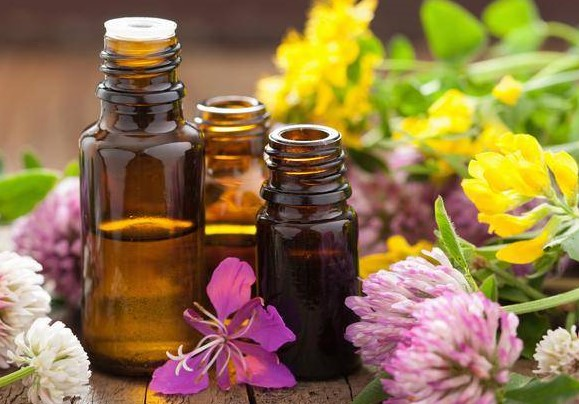 Les bienfaits des huiles essentielles pour les personnes âgées