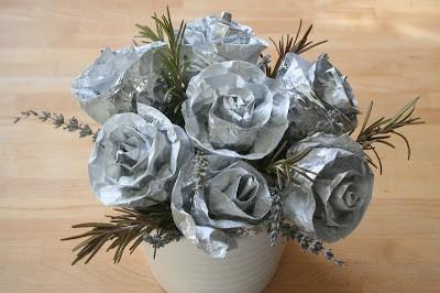 Faire de fausses fleurs pour égayer le jardin !