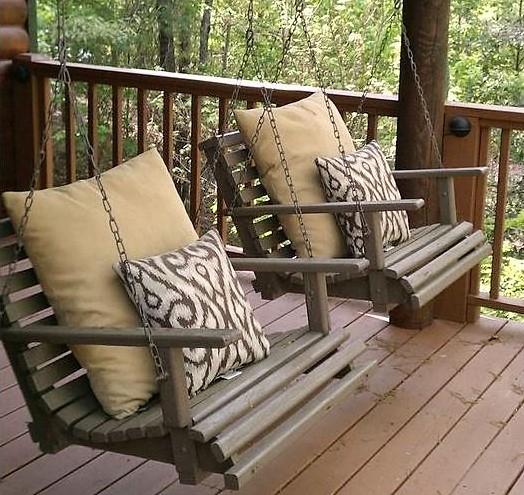 Faire un lit balancelle avec de la r cup for Quoi faire avec une palette en bois