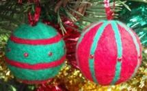 Faire des boules de Noël en tissu, divers tutos..