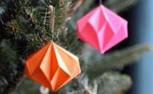 Faire des boules de Noël diamant en papier, les tutos